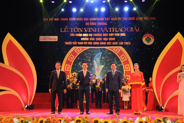 Tín Nghĩa đạt Top 10 Doanh nghiệp có Dịch vụ, Thương hiệu Việt xuất sắc năm 2017